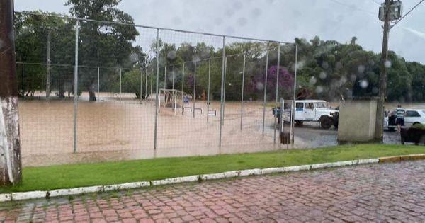 DESTAQUE | Chuvas expressivas acendem alerta máximo em áreas de SC e do PR