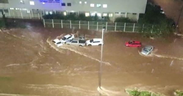 Chuva intensa causa muitos transtornos em Uberlândia, MG